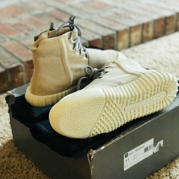 best sneakers 9f514 e2a27 Yeezy Boost 750 OG light brown. Brand new.